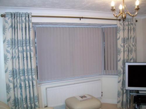 vertical blinds for bay windows exterior vertical blind these vertical blinds are fitted into bay window hereford